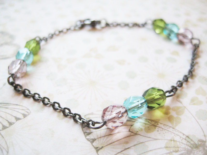 Bracelet with Czech glass beads and gunmetal chain - Forest Light